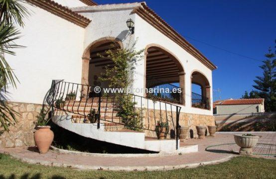 Magnífica villa con vistas al Montgó