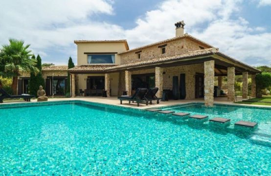 PRO1725<br>Wonderful luxury villa in Beniarbeig, Alicante with private pool. The villa is located in a rural and forested area with hills.
