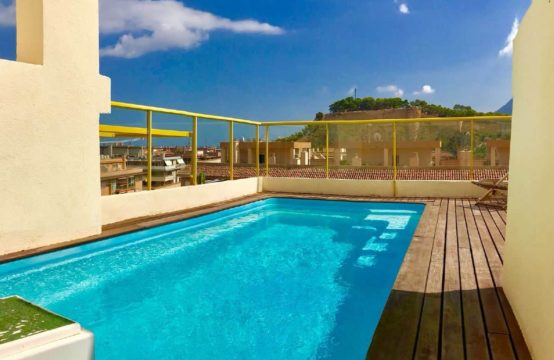 Luxurious duplex penthouse with private pool in Denia