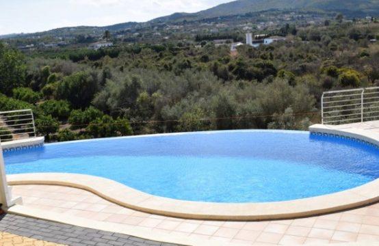 PRO1870CA<br>Luminosa y amplia villa con piscina infinita