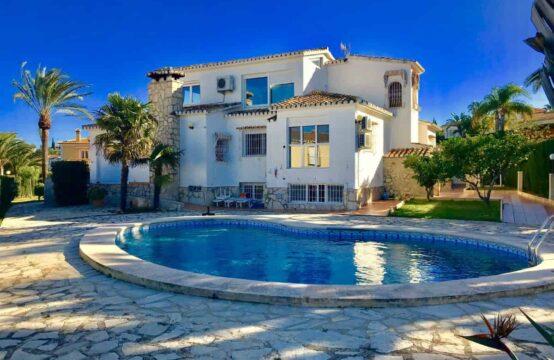 PRO1889<br>Encantadorchalet con preciosas vistas al mar y al castillo