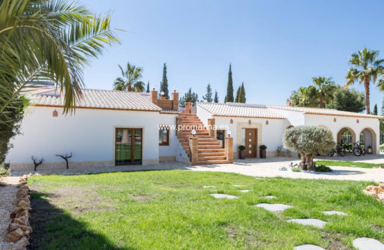PRO2016C<br>Magnificent estate located in one of the most attractive areas of Dénia