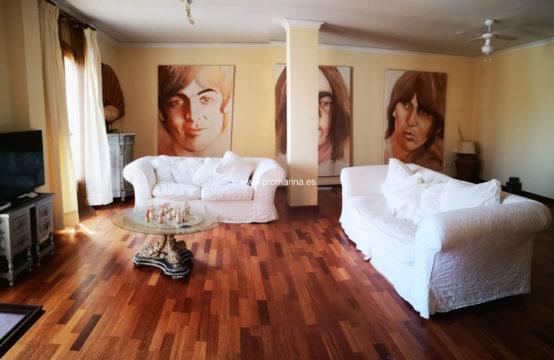 PRO2251<br>Spacieux appartement semi-réformé au centre de Denia