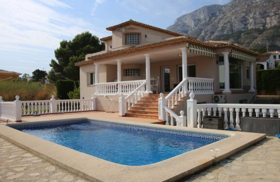 PRO2443C<br>Beautiful villa only a few minutes from the centre of Dénia